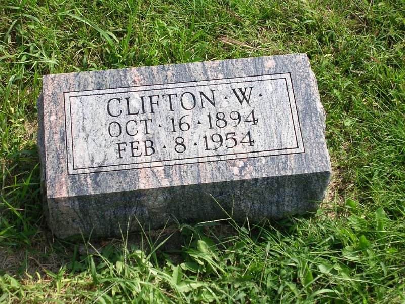 Clifton W. Lyon Grave Photo
